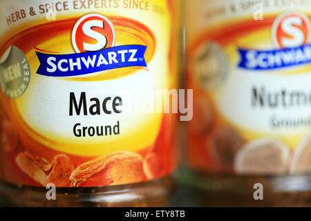 Schwartz Gläser Boden Mace & Muskat stammen aus der einzige tropische Frucht, die von zwei verschiedenen Gewürzen - Stockfoto