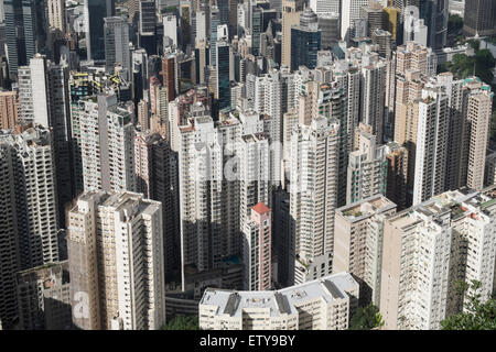 Blick auf vielen Wohnhochhäusern in dichten Stadtquartier von Hongkong China