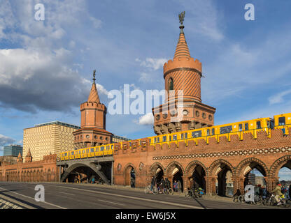 Oberbaumbrücke, Friedrichshain, Kreuzberg, Berlin - Stockfoto