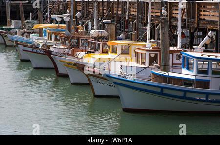 Kleiner Blick gleichermaßen Boote am Fishermans Wharf Hafen, San Francisco, USA - Stockfoto