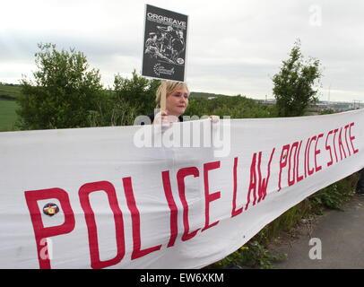 Orgreave, South Yorkshire, UK. 18. Juni 2015. Unterstützer der Orgreave Wahrheit und Gerechtigkeit Kampagne versammeln - Stockfoto