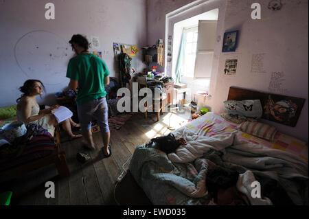 Chaotisch jugendzimmer stockfoto bild 28350041 alamy for Jugendliche schlafzimmer