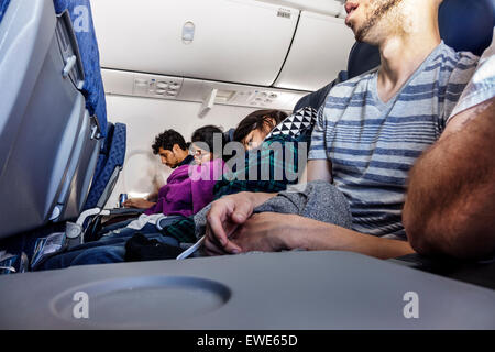 Miami Florida International Airport MIA American Airlines Passagierflugzeug Flugzeug Flug Passagiere Economy Class - Stockfoto