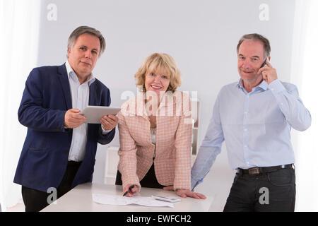 LEITENDE ARBEIT - Stockfoto