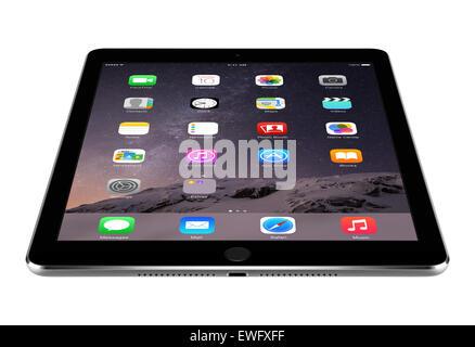 Varna, Bulgarien - 4. Februar 2014: Abgewinkelte Vorderansicht des Space Grau Apple iPad Air 2 Anzeigen von iOS - Stockfoto