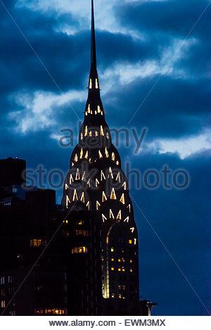 Die legendären Art-Deco-Chrysler Building in der Dämmerung, New York, New York USA. - Stockfoto