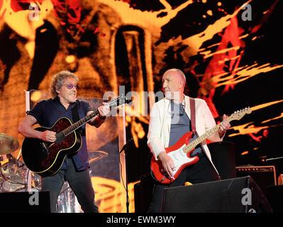 Glastonbury Festival, Somerset, UK. 28. Juni 2015. Roger Daltrey und Pete Townshend von der Who schließen das Glastonbury - Stockfoto