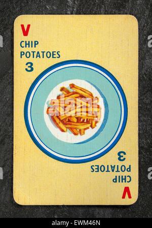 Chipkarte Kartoffeln Nummer 3 aus einer Packung von Vintage Menuette Spielkarten - Stockfoto