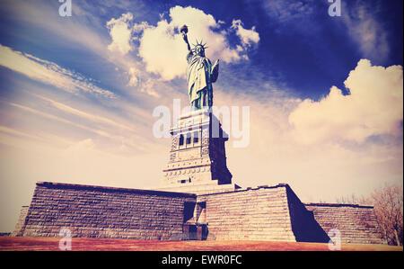 Jahrgang gefiltert Foto von der Freiheitsstatue in New York City, USA. - Stockfoto