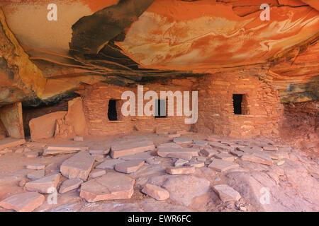 Gefallenen Dach Ruine Ruinen indischen in North Fork des Mule Canyon, Cedar Mesa, Utah, USA. - Stockfoto
