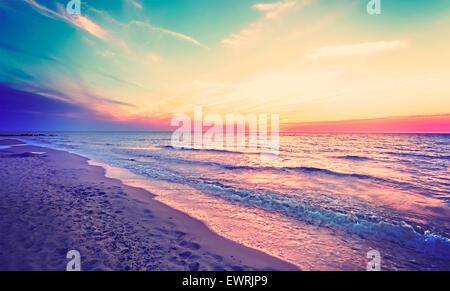 Magischen Sonnenuntergang über Ostseeküste, Miedzyzdroje in Polen. - Stockfoto