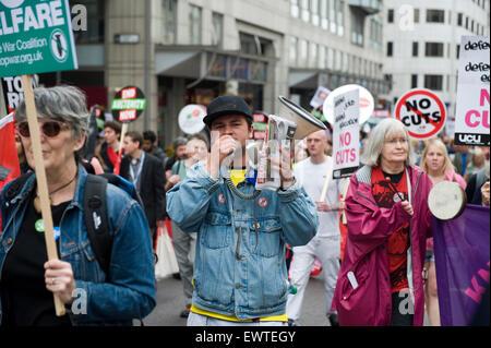 Zehntausende von Menschen marschierten in London in der ersten großen Protest gegen die Pläne der Regierung für - Stockfoto