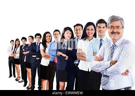 indische Unternehmensgruppe Partner Kollege posiert - Stockfoto