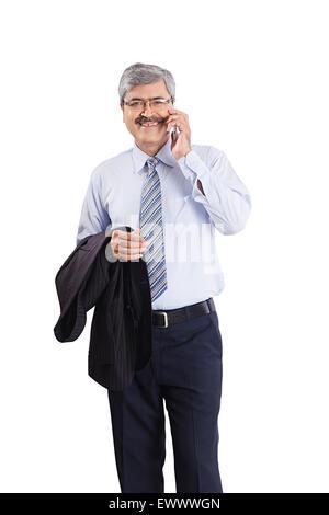 1 indische Geschäftsmann Handy im Gespräch - Stockfoto