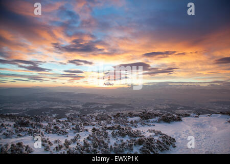 Wunderschönen Sonnenaufgang über dem Tatra-Gebirge, Blick vom Nationalpark Babia Gora, Polen - Stockfoto