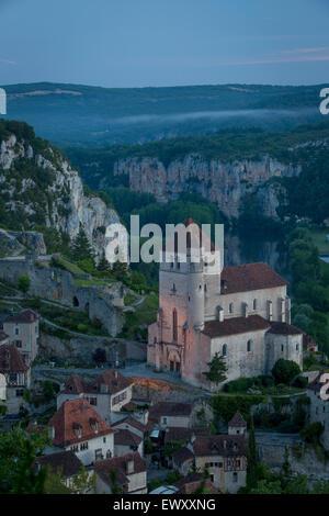 Am frühen Morgen über Saint-Cirq-Lapopie, Tal des Lot, midi-Pyrenäen, Frankreich - Stockfoto
