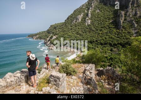 Männliche Wanderer am Lykischen Weg Küste, Olympos, Türkei - Stockfoto