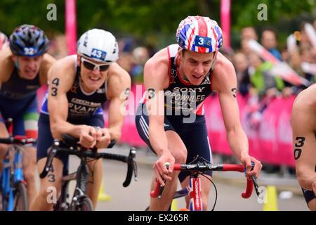 Jonathan Brownlee Radfahren an einem triathlon - Stockfoto