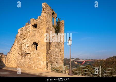 LUX, Luxemburg, Luxemburg-Stadt bleibt von einem Turm der Burg Brücke, im Hintergrund die Großherzogin Charlotte - Stockfoto