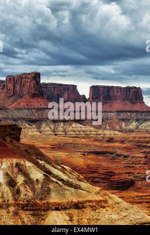 Morgens Gewitter entwickelt sich in den bunten Hochebenen, dass Make-up remote Potato in Canyonlands National Park - Stockfoto