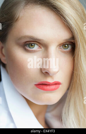 Close up Portrait of Young Woman - Stockfoto