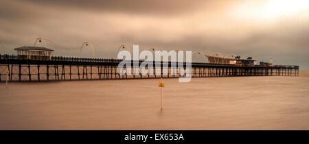 Southport, Merseyside, England. 8. Juli 2015. Großbritannien Wetter Gewitterwolken, Southport, Merseyside. Nach - Stockfoto