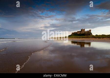 Bamburgh Castle in Northumberland Küste - Stockfoto