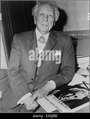 Frank Lloyd Wright (geb. Frank Lincoln Wright, 8. Juni 1867 – 9. April 1959) war ein US-amerikanischer Architekt - Stockfoto