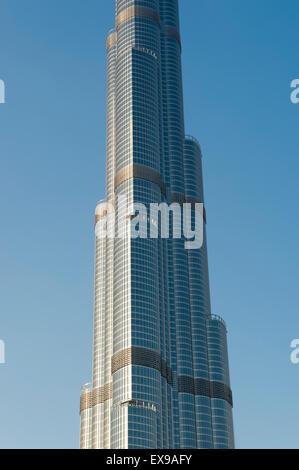 DUBAI, Vereinigte Arabische Emirate - 22. Oktober 2014: Nahaufnahme Detail der modernen stählernen Burj Khalifa - Stockfoto