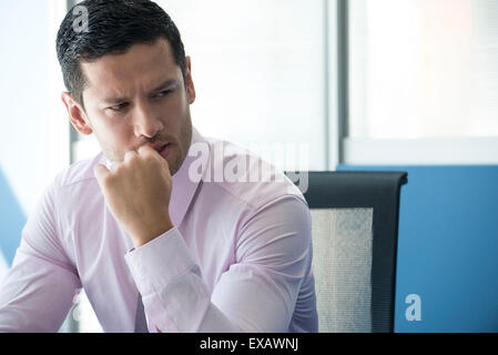 Geschäftsmann wegschauen betrifft - Stockfoto