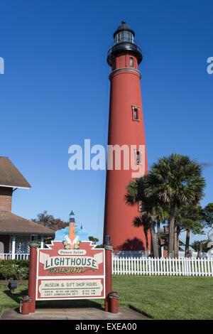 Ponce de Leon Inlet Leuchtturm befindet sich auf Ponce Inlet in der Nähe von Daytona Beach, Florida - Stockfoto