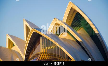 Morgensonne auf dem Segel des Sydney Opera House in Australien - Stockfoto