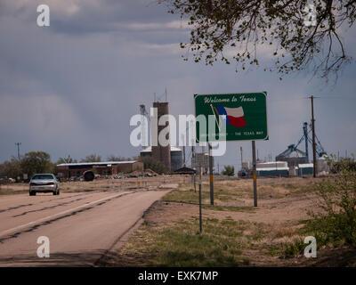 Markierung an der Grenze entlang US 87, New Mexico verlassen. Texas erzählt Autofahrer, dass sie den Lone Star State - Stockfoto