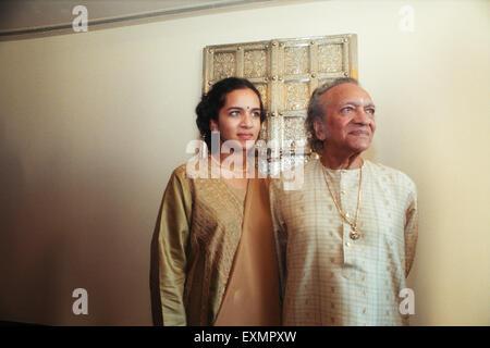 Klassische indische Musik Maestro Sitarspieler Pandit Ravi Shankar und Tochter Anoushka Shankar ist ein indischer - Stockfoto