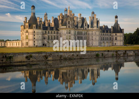 Dämmerung über Chateau de Chambord - ursprünglich als Jagdhaus für König Franz I., Loire-et-Cher, Centre, Frankreich - Stockfoto