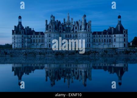 Am frühen Morgen über Chateau de Chambord - ursprünglich als Jagdhaus für König Franz I., Loire-et-Cher, Centre, - Stockfoto