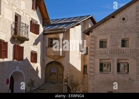 h user in guarda symbole engadin schweiz stockfoto bild 122369889 alamy. Black Bedroom Furniture Sets. Home Design Ideas
