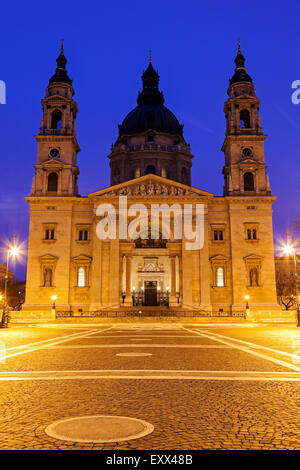 St.-Stephans Basilika und beleuchteten Platz - Stockfoto