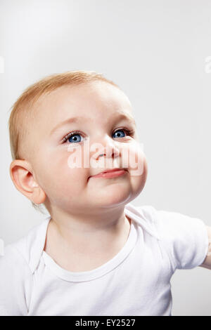 Porträt von Baby Boy, Lächeln - Stockfoto