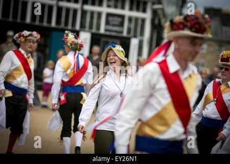 Buxton Day des Tanzes von Kapelle-En-le-Frith Morris Männer gehostet. Ein Fest der traditionellen Tänzen vom ganzen - Stockfoto