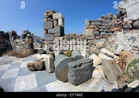 Die alte Wallfahrtskirche auf dem Hügel die alte Burg Teil. Aghios Efstratios Insel, Griechenland - Stockfoto