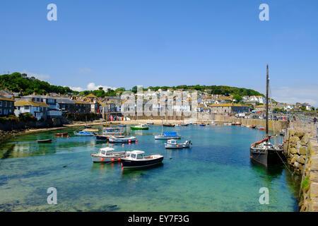 Mousehole Cornwall, altes Fischerdorf und Hafen, West Cornwall, England, Großbritannien - Stockfoto