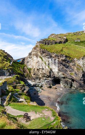 Die Ruinen von Tintagel Castle auf Tintagel Island, eine Website im Zusammenhang mit der Legende von König Arthur, - Stockfoto