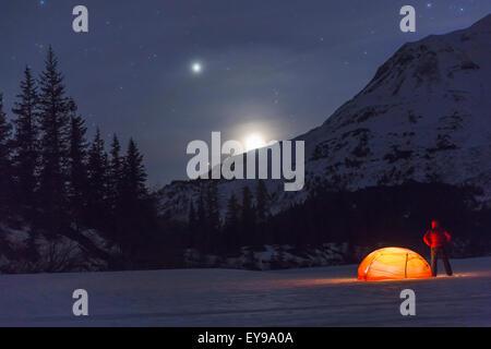 Mann, Camping, Alaska, Mond, Berg - Stockfoto