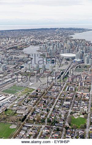 Strathcona Nachbarschaft auf der Ostseite, Blick nach Westen bis hin zu Point Grey und UBC; Vancouver, British Columbia, - Stockfoto