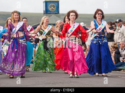 Swanage, Dorset UK vom 26. Juli 2015. Swanage Karnevalsumzug im Juli mit dem Thema der Superhelden - Die bahara - Stockfoto
