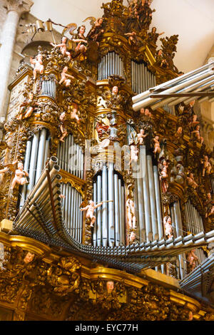 Orgel in der Kathedrale. - Stockfoto
