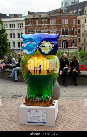 Birmingham, West Midlands, UK. 27. Juli 2015. Einer der 89 Riesen Eule Skulpturen ist Bestandteil der großen Hoot - Stockfoto