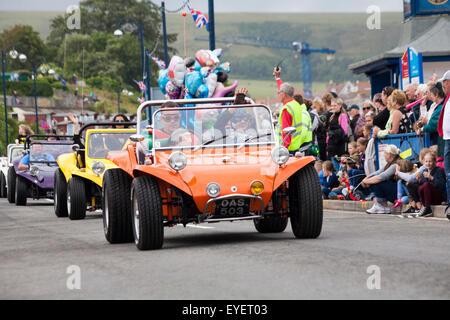 Swanage Karnevalsumzug im Juli mit dem Thema der Superhelden - Strand-Buggys - Stockfoto