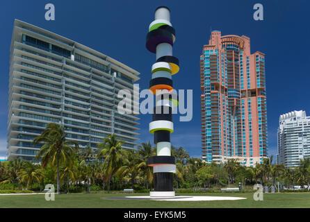 HARTNÄCKIGE LEUCHTTURM SKULPTUR (TOBIAS REHBERGER 2011 ©) SOUTH POINTE PARK MIAMI BEACH FLORIDA USA - Stockfoto